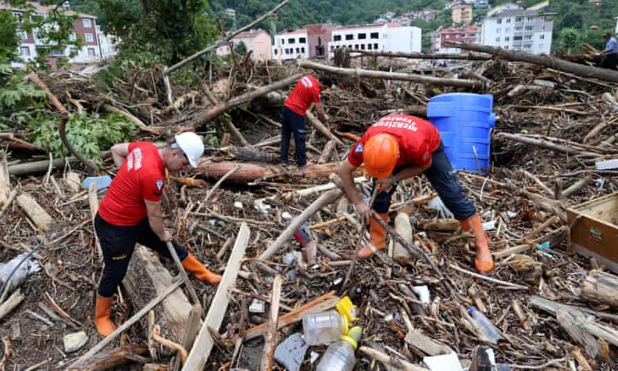 Os esforços de busca e resgate continuam em Bozkurt.