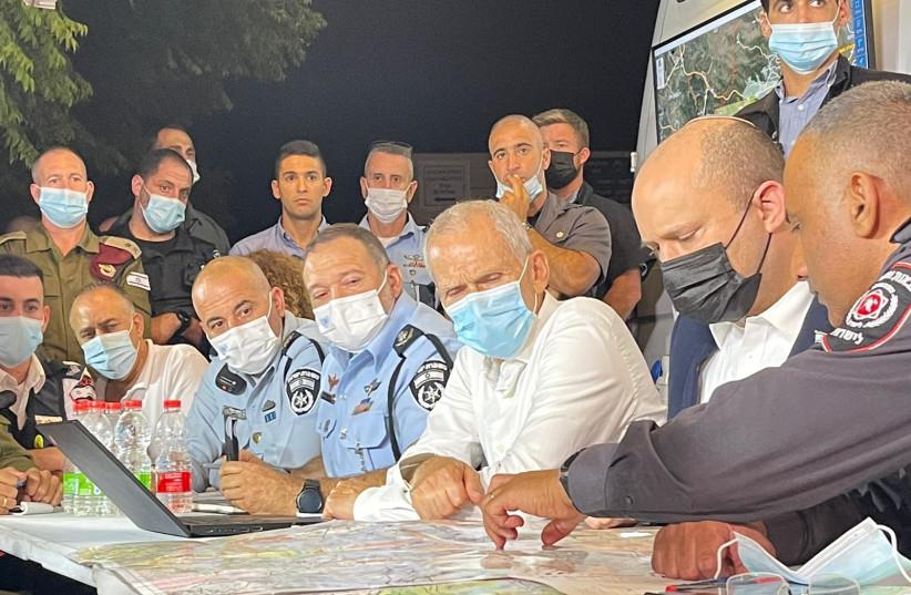 O primeiro-ministro Bennett no comando para controlar os incêndios violentos em Jerusalém, 15 de agosto de 2021 (Fonte: Alon Hashmon)