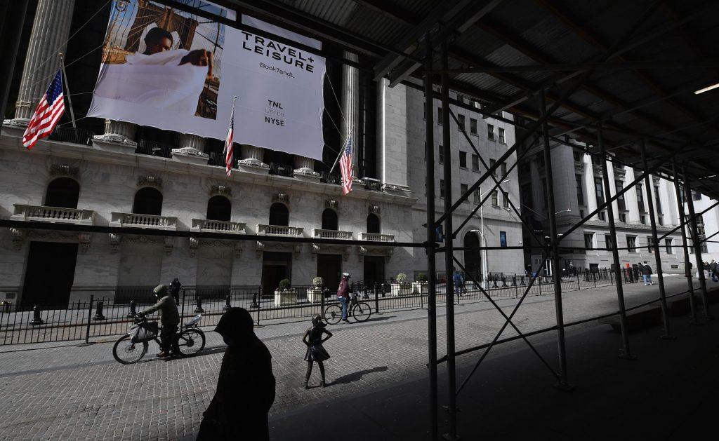 Futuros de ações caem à medida que as preocupações com o crescimento geopolítico pesam