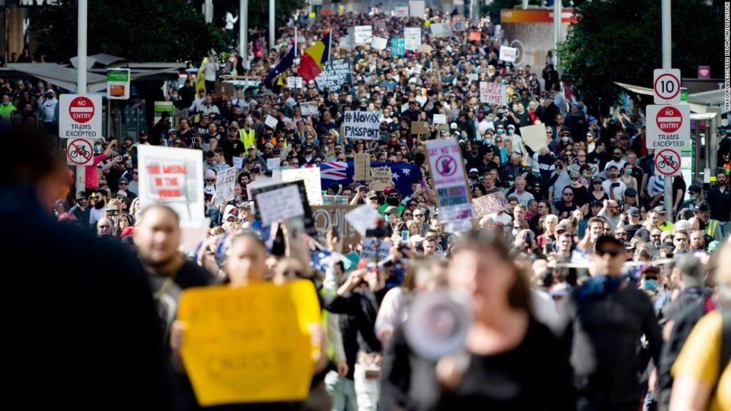 Protestos de Covid: Austrália sofre o pior dia de pandemia em meio a surto de delta variável