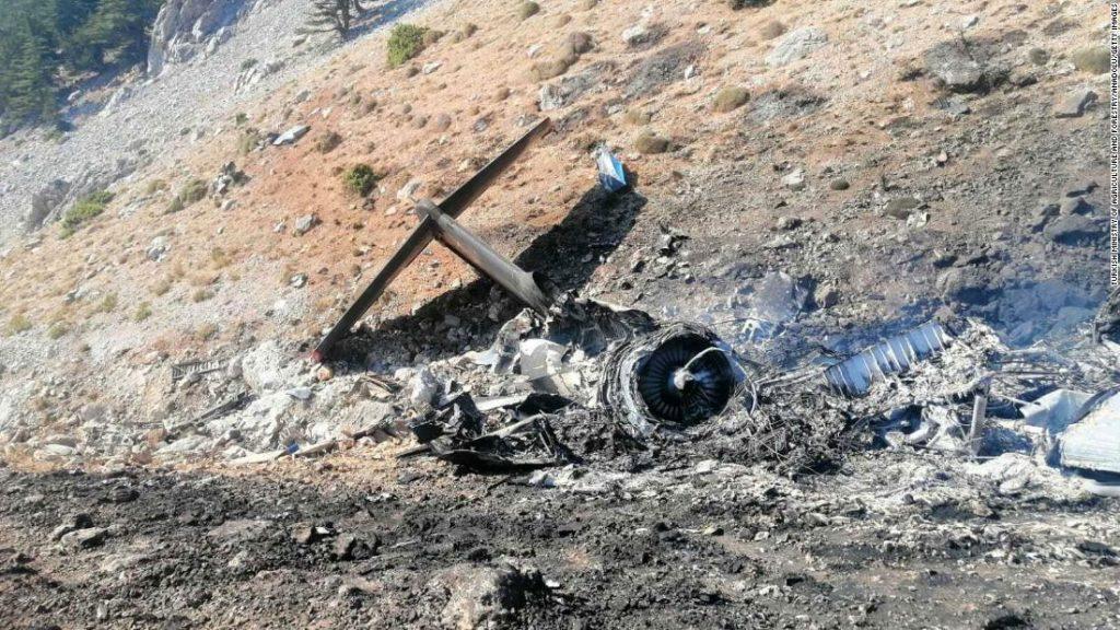 Avião russo que luta contra incêndios florestais cai na Turquia, matando todos os oito a bordo