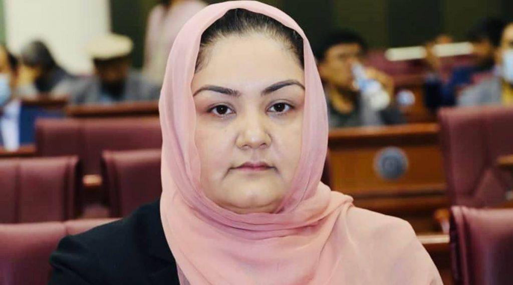 MP afegã deportada erroneamente, diz governo, concede visto de emergência