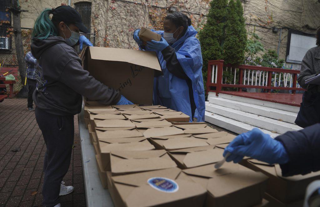 O Programa Mundial de Alimentos afirma que a pandemia do coronavírus exacerbou a fome em todo o mundo