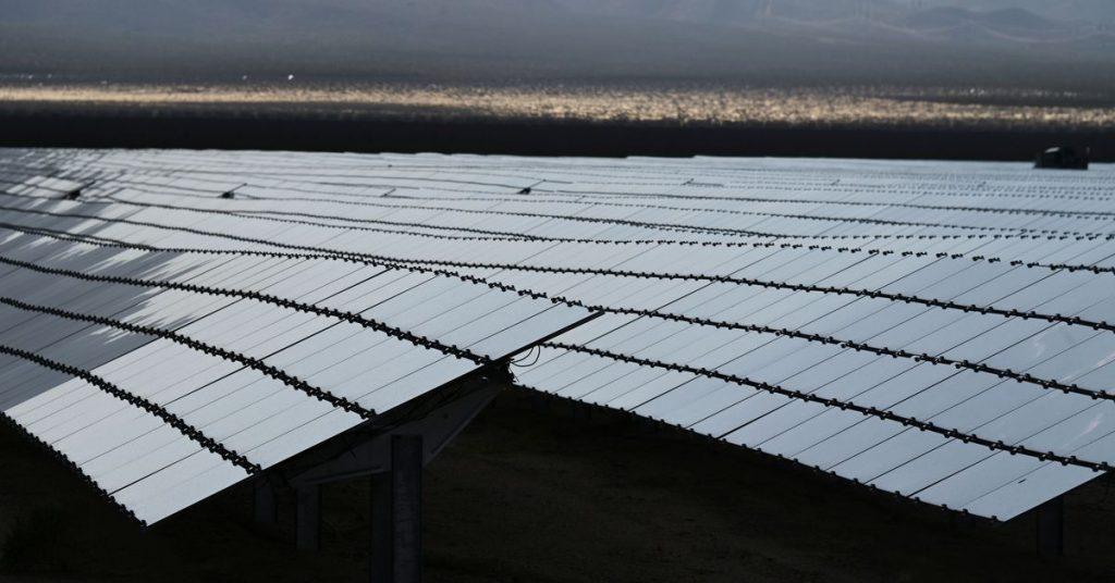 O governo Biden visa reduzir os custos de projetos solares e eólicos em terras públicas
