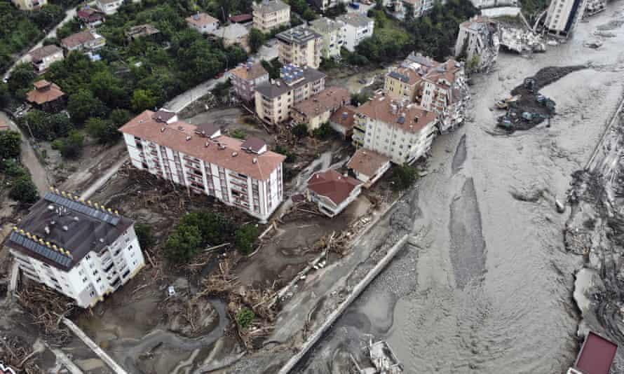 Vista aérea da cidade inundada de Bozkurt, na província de Kastamonu.