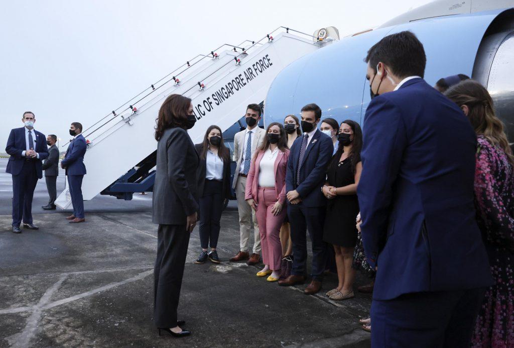 Possível caso de Síndrome de Havana atrasa viagem de Harris ao Vietnã