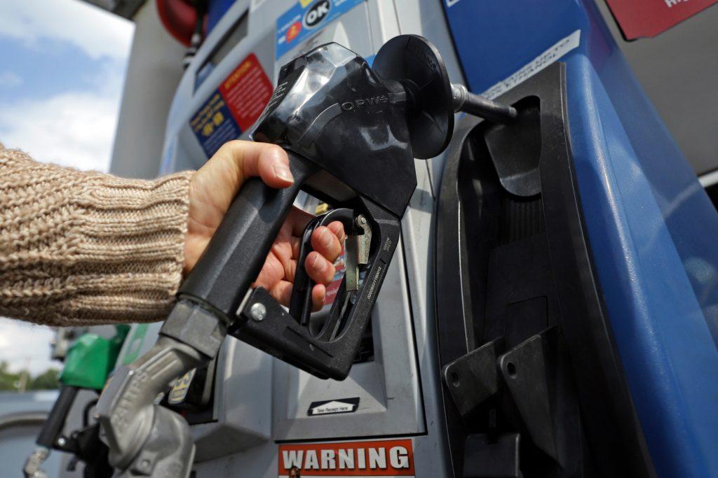 Os californianos vão pagar os preços mais altos da gasolina no fim de semana do trabalho de todos os tempos