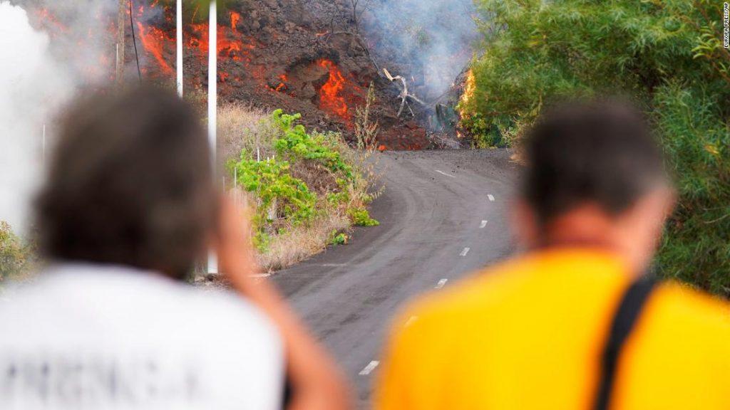 Vulcão La Palma: fluxo de lava leva a mais evacuações