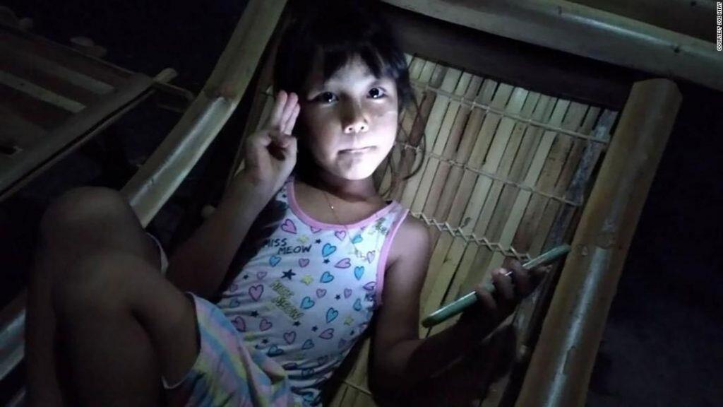 Crianças em Mianmar foram presas pela junta militar por causa das crenças políticas de seus pais
