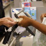 Um novo relatório mostra que o Walmart contratou mais pessoas de cor, mas não no nível executivo ou do conselho