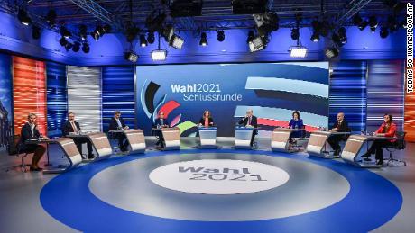Os candidatos para as próximas eleições alemãs participam de um debate final transmitido pela televisão em Berlim, em 23 de setembro.