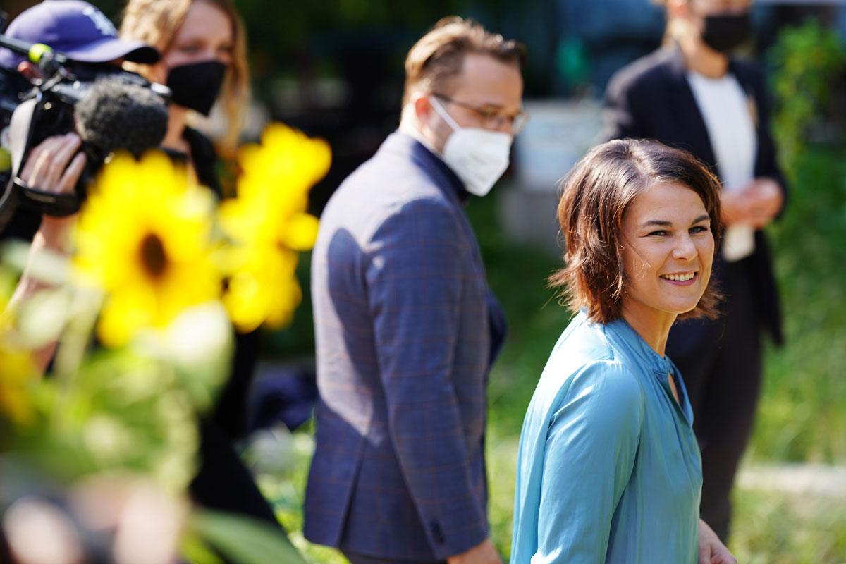 Annalina Barbock vai embora depois de votar em Potsdam.