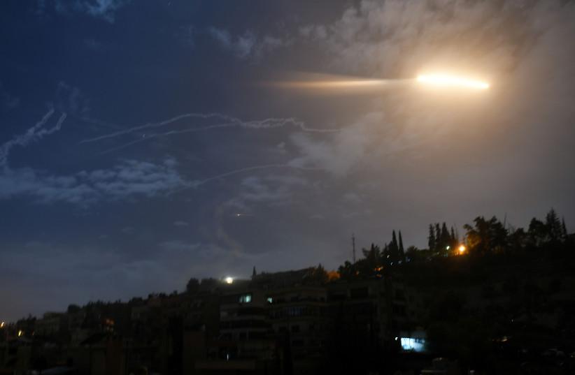 Avião não identificado atinge milícias iranianas no leste da Síria