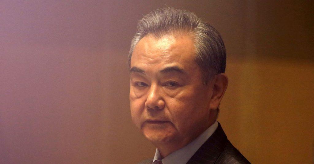 China e Vietnã devem evitar disputas exageradas no Mar da China Meridional - Wang Yi da China