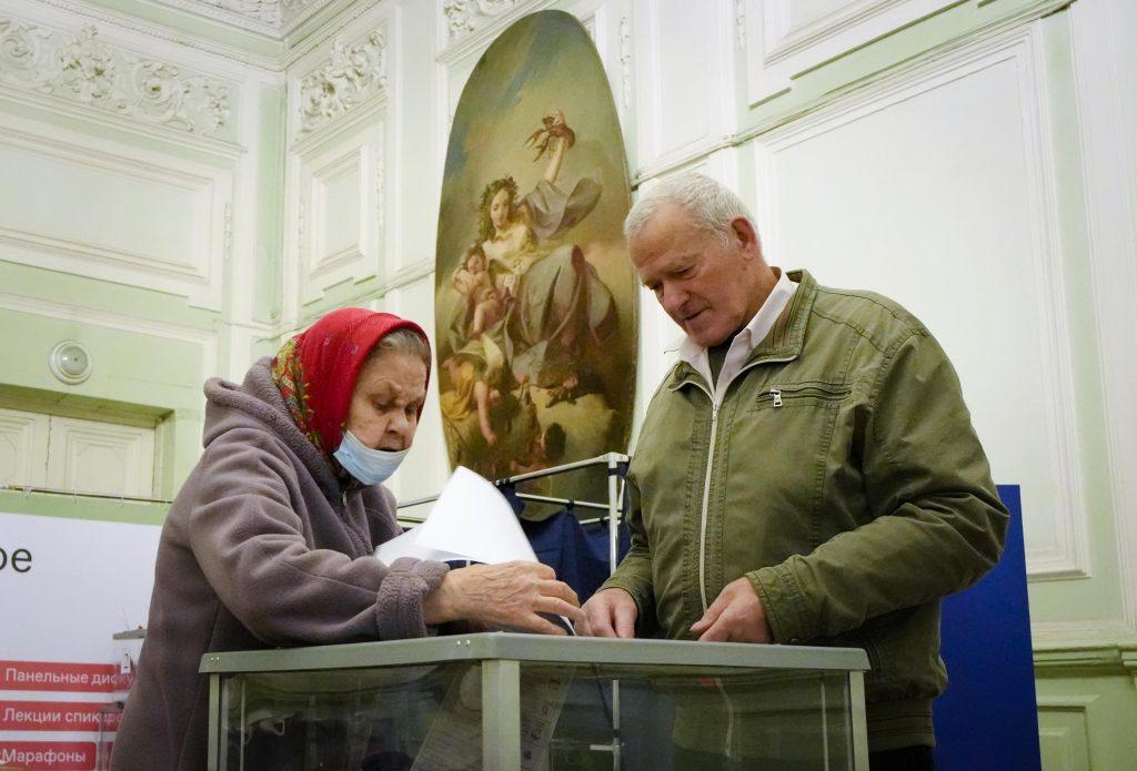 Comunistas e observadores relatam abusos nas eleições russas