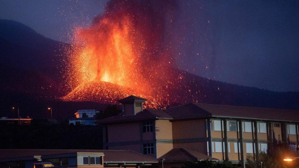 La Palma volcano eruption today: evacuation, possible tsunami and live updates