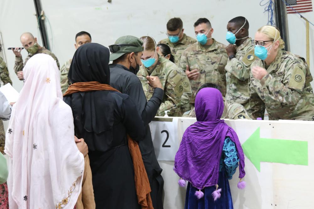 O Departamento de Estado não dirá o que acontecerá com os evacuados afegãos que não passarem no processo de verificação 'estrito'.