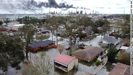 Furacões, incêndios florestais e secas: os Estados Unidos lutam contra desastres climáticos em muitas frentes