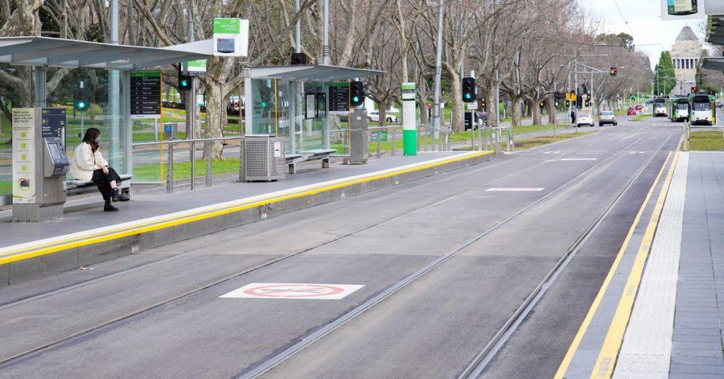 Os protestos contra o bloqueio em Melbourne diminuíram conforme o número de casos diários sobe para o nível de pandemia