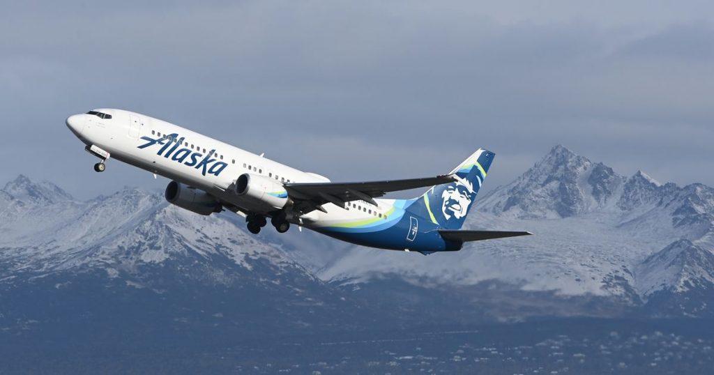Na mudança de política, a Alaska Air exige a vacina COVID-19 para os funcionários