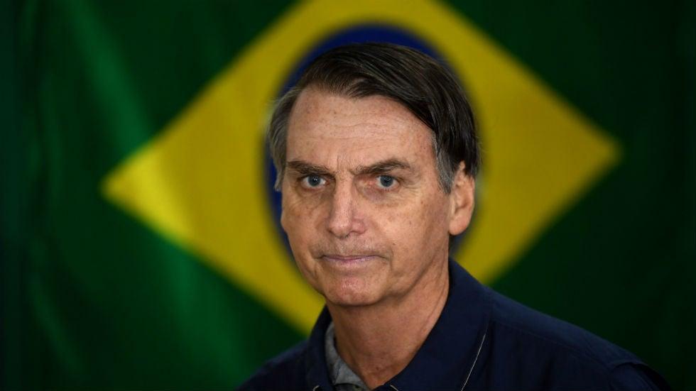 """Bolsonaro, do Brasil, diz que está """"entediado"""" com as perguntas do COVID-19 sobre o número de mortos"""