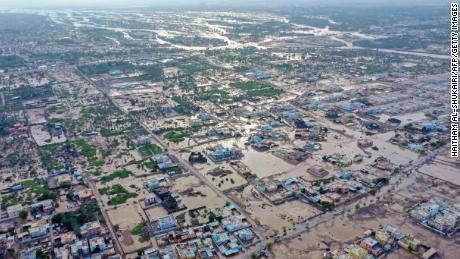 Uma vista aérea mostra os efeitos do ciclone tropical Shaheen na cidade de Al Khaboura, na região de Al Batinah, em 4 de outubro de 2021.